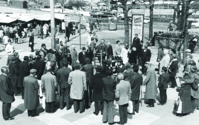 edwin speaking outside St Martins in 1967